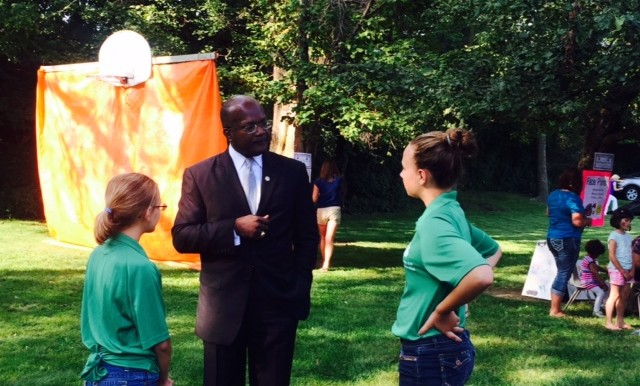 Speaking to students from the 4-H club